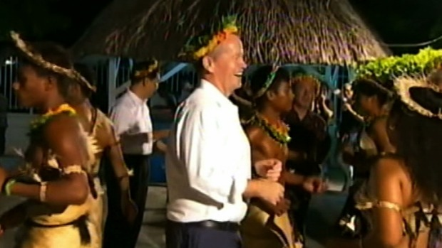 http://www.smh.com.au/federal-politics/political-news/bill-shorten-refuses-to-back-pacific-island-calls-for-moratorium-on-new-coal-mines-20151104-gkqy5e.html