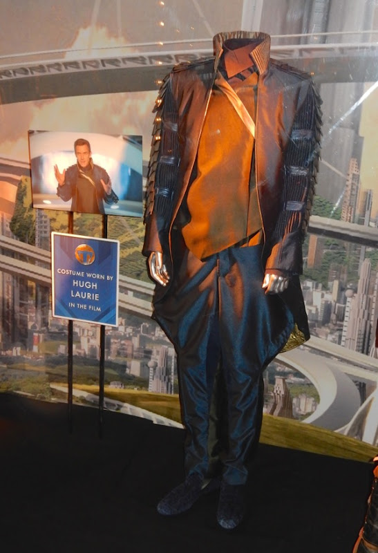 http://hollywoodmoviecostumesandprops.blogspot.com.au/2015/05/original-tomorrowland-movie-costumes-on.html
