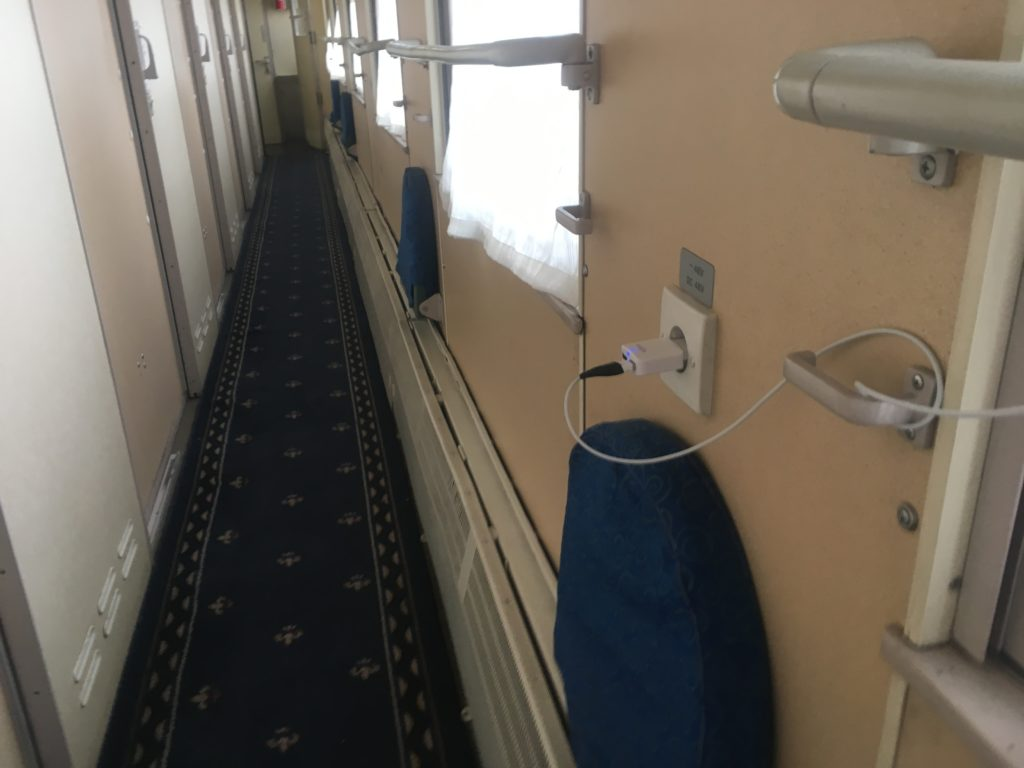 Charging the phone in the middle of the carriage